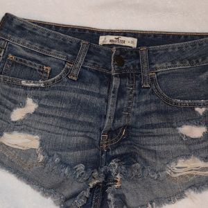 Hollister Cut off jean shorts size 3 amazing